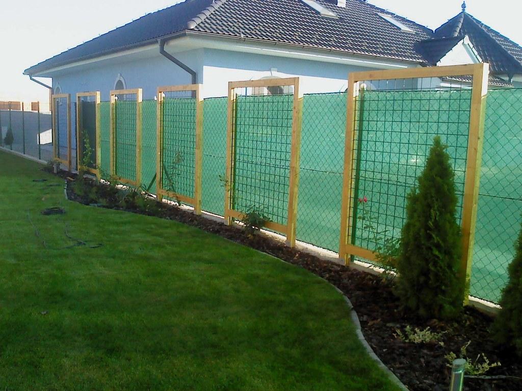 Prezeráte obrázky z: Záhradné domčeky a ploty